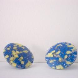 Vintage Sparkly Lucite Earrings Blue and Yellow Confetti Mod Clip On